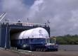 Kourou : au port spatial de Pariacabo, une caisse de cocaïne sur un navire cargo convoyant habituellement les fusées Ariane, Soyouz et Vega, une affaire qui sent la poudre…