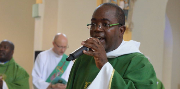 «Mis en examen pour viols et agressions sexuelles», le père Patrice François plaide, selon son avocat, «la relation consentie sur plusieurs années», avec une personne mineure, âgée d'un peu plus de 15 ans au départ