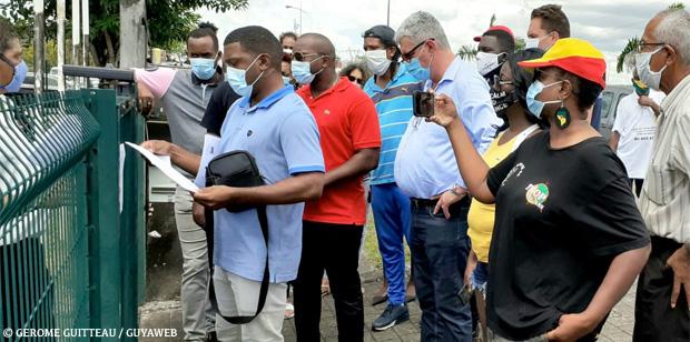 Douze mois ferme à l'encontre de Véra Zulemaro