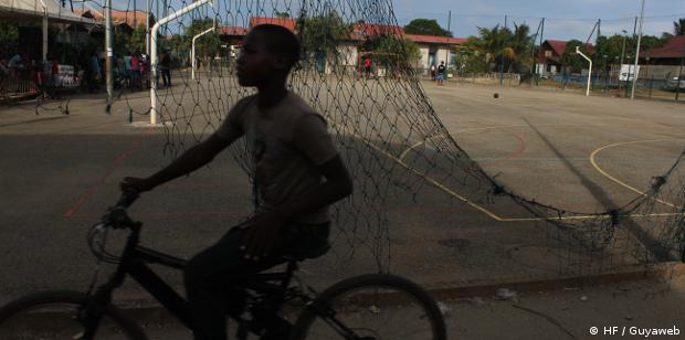 Un jeune homme de 19 ans tué par arme à feu village Saramaca à Kourou, un individu du même âge en garde à vue