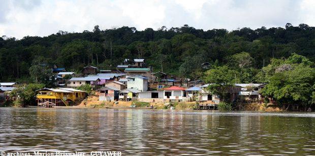 Un policier de 43 ans décède du Covid-19 au Suriname où le président Chan Santokhi et le vice-président Ronnie Brunswijk appellent la population à se faire vacciner
