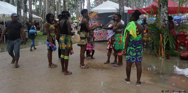 site rencontre black gay history à Saint Laurent du Maroni