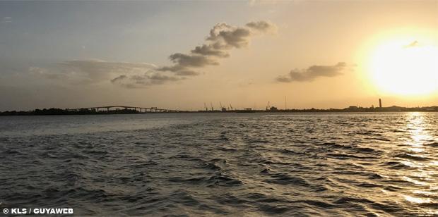 Suriname : 102 morts Covid en 13 jours, c'est plus que sur le dorénavant ex-funeste mois record de mai